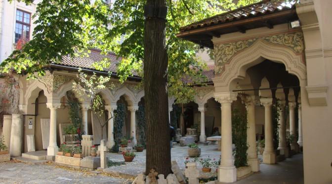curte interioara manastirea Stavropoleos-Monastery Stavropoleos